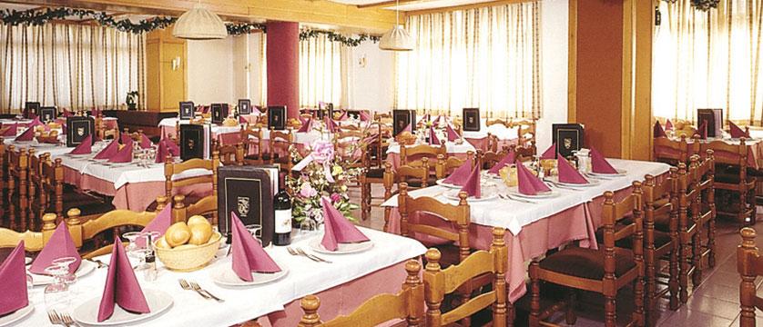 italy_dolomites_canazei_hotel_bellevue_resturant.jpg